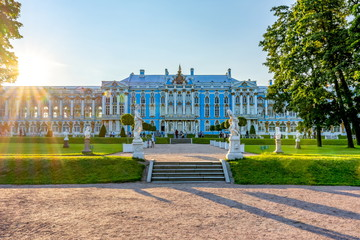 Catherine palace and park in Tsarskoe Selo at sunset, St. Petersburg, Russia Fototapete