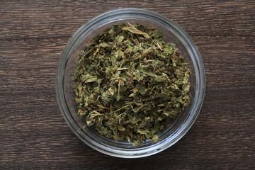 The dried leaves of the gimnema (herbal tea)