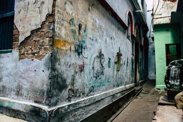 Deurstickers View of the wall of the narrow street of Varanasi