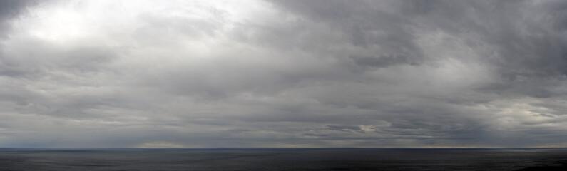 Gewitterwolken über der Adria Fotobehang