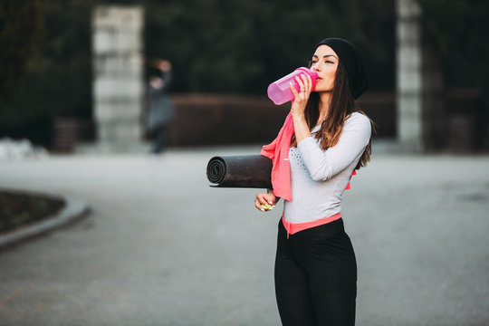 Young fitness woman outside