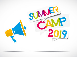mégaphone coloré :  summer camp 2019