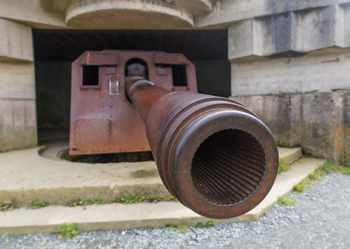 Old German cannon at Longues-Sur-Mer - Normandy France