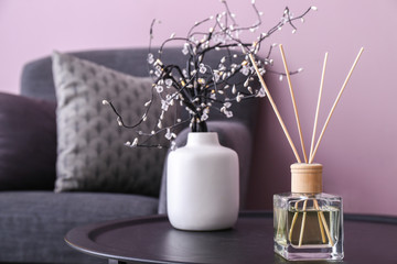 Reed diffuser on table in room Fototapete
