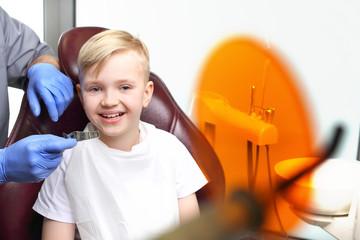 Fototapeta Ortodoncja, lekarz robi wycisk ortodontyczny obraz