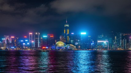 Fototapete - Time lapse of Skyscrapers and floating ship at Victoria's harbor, Hong Kong at night. 4K