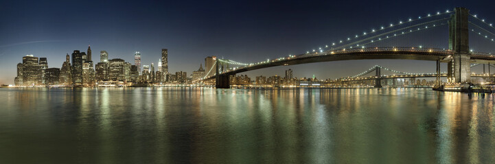 view on manhattan skyline and brooklyn bridge