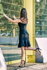 Donna abito elegante e tacchi alti