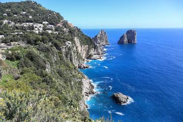 Capri Amalfi Küste: Die berühmten Faraglioni Felsen von Capri