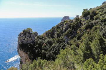 Capri Amalfi Küste: Küstenwanderung zu den berühmten Faraglioni Felsen auf Capri
