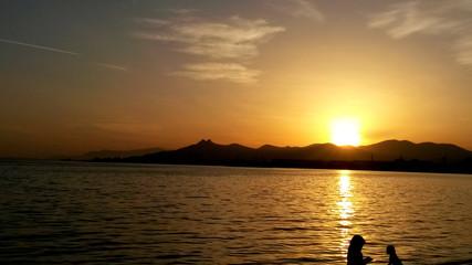 Zachód słońca nad morzem egejskim.