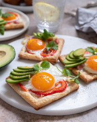 Baked puff pastry with fried egg, pepper and avocado