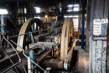 Produktionshalle einer Brikettfabrik