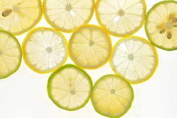 レモンを輪切りにして並べた