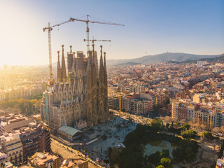 Foto auf Acrylglas Barcelona BARCELONA, SPAIN - 2019: Sagrada Familia cathedral aerial panoramic view.