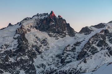 Coucher de soleil sur le Grand Pic de la Meije en Oisans , en hiver , Alpes , france