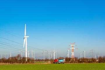 Neubau einer Hochspannungstrasse um die im Offshore-Bereich der Nordsee gewonnnen Windenergie in den Süden Deutschlands leiten zu können.