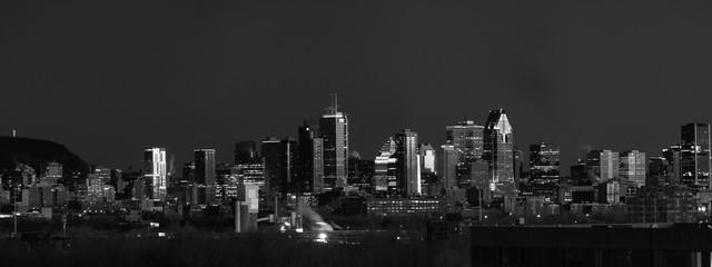 Fototapeta MTL b&w cityscape