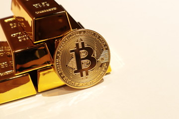Bitcoin and gold bars, Virtual currency, Block chain