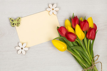Tulpen und Karte