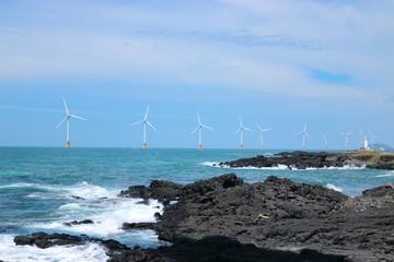 제주에 있는 해양풍력 단지의 풍경이다.
