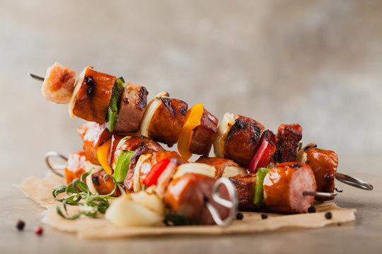 Grilled skewers with sausage, bacon and vegetables.