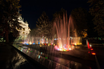Fototapete - Fountain in front of State Theatre, Kosice, Slovakia