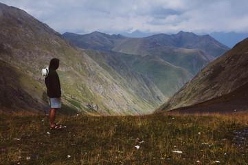 Chłopak w górach