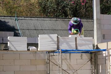 Construction technicians are building brick walls with lightweight bricks.