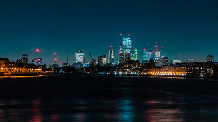 Foto auf Leinwand Stadtgebaude City of London skyline at night