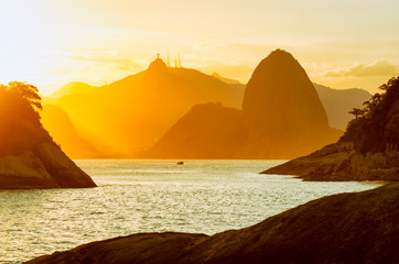 Dramatic sunset city skyline scenic overlook of Rio de Janeiro, Brazil with backlit silhouettes of Sugarloaf Mountain, Niteroi, and Guanabara Bay Fototapete