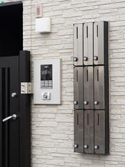Fototapete - 集合住宅のインターフォンと郵便ポスト