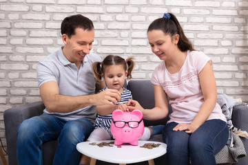 Parents Are Teaching Daughter To Save Money