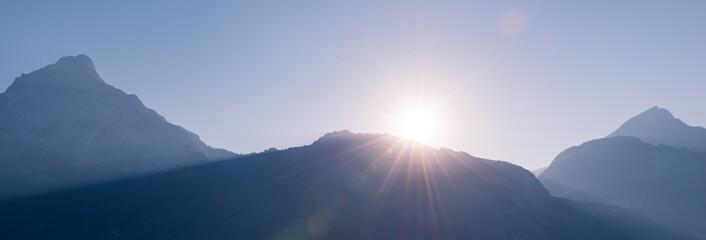 Silhouet mountains in the sun.