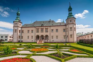 Obraz Barokowy zamek, pałac biskupi w Kielcach - fototapety do salonu