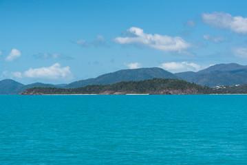 Insel der Withsundays unter leichter Bewölkung
