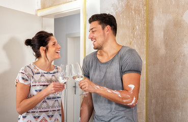 Relocating couple with water glasses in the new dwelling, xxl+more: bartussek.xmstore