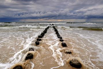 Wybrzeże Bałtyku podczas sztormu, Kołobrzeg,Polska.