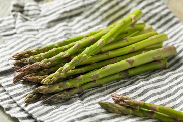 Raw Green Organic Asparagus Spears