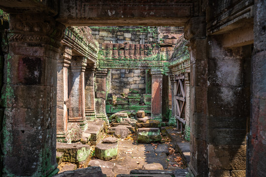 Preah Khan temple, Cabodia: Hall of dancers