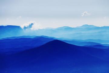 霊峰岩手山から姫神山を望む  空と雲と光と…