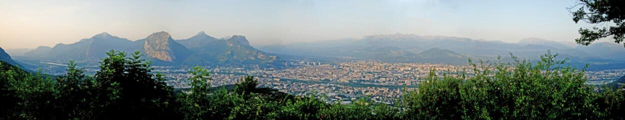 Panoramique de Grenoble depuis St Nizier
