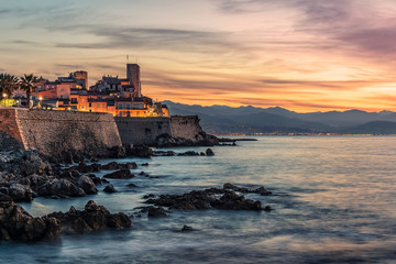 Fototapete - Antibes old town on the French Riviera at sunrise