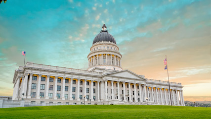 Fototapete - Utah state Capital building in the morning with colorful clouds