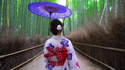 Fototapete - Asian woman wearing japanese traditional kimono at Bamboo Forest in Kyoto, Japan. 4K
