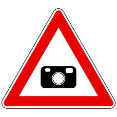 Kamera und Achtung Schild