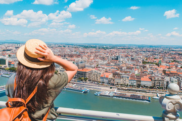 young stylish woman looking at panoramic view of budapest city Fototapete