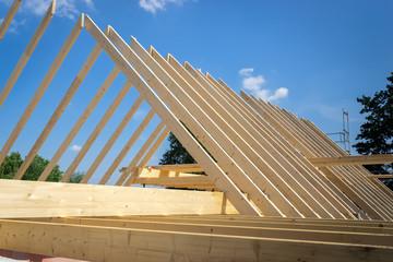 Dachstuhl eines neuen Eigenheims