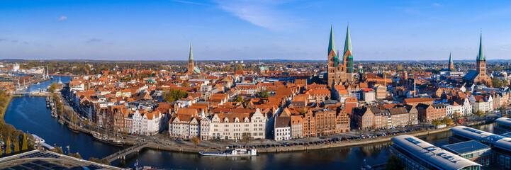 Blaue Trave - Skyline der Hansestadt Lübeck