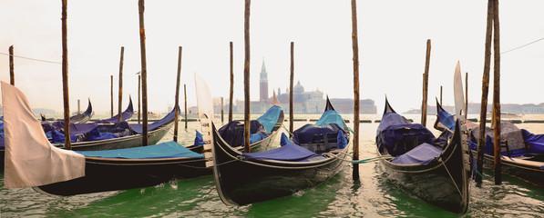 Foto auf AluDibond Gondeln gondola in grand canal, Venice in Italy